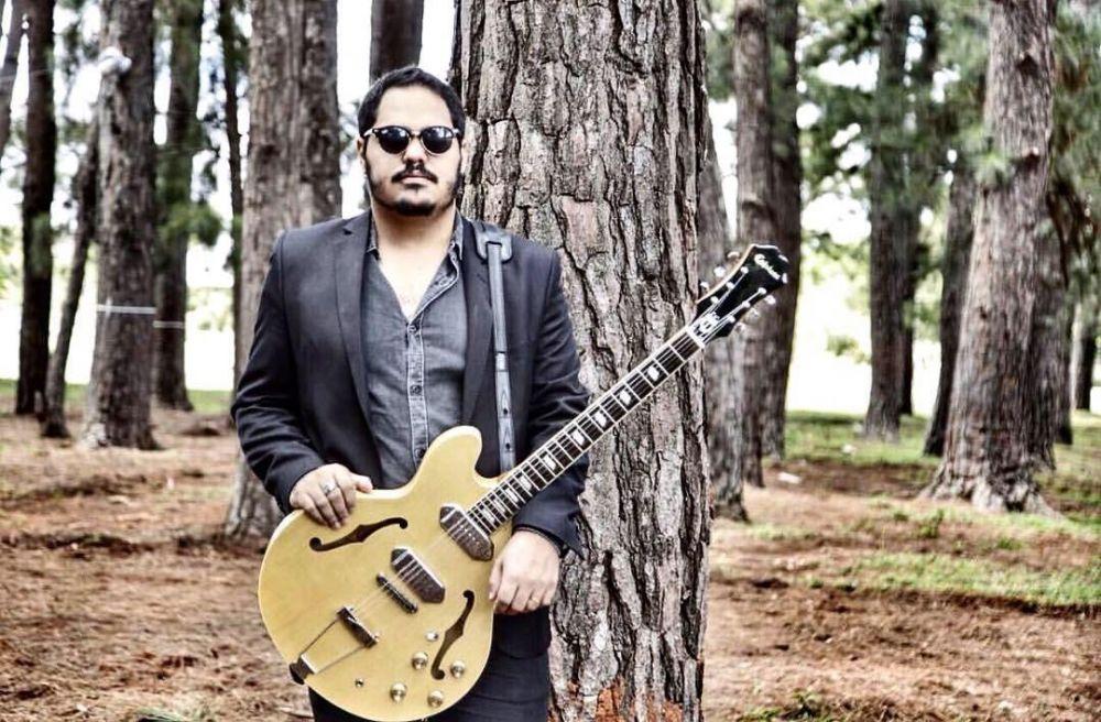 Paulo Veríssimo, guitarrista e vocalista do Distintos Filhos