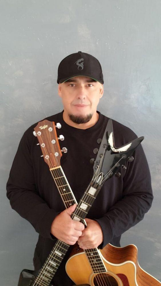 Digão, vocalista e guitarrista dos Raimundos